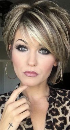 Trending Hairstyles 2019 - Short Layered Hairstyles Hair and Makeup products Short hair with layers Balayage hair Hair color balayage Short Hair With Layers, Short Hair Over 50, Highlights For Short Hair, Hair Color Highlights, Chunky Highlights, Woman Short Hair Cuts, Short Hair Cuts For Women With Thick, Low Lights And Highlights, Short Hair For Round Face Double Chin