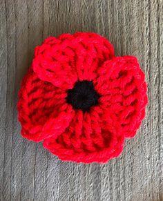 Crochet Poppy - free pattern by Caryns Creations Knitted Poppy Free Pattern, Crochet Flower Patterns, Crochet Motif, Free Crochet, Ravelry Crochet, Crochet Appliques, Flower Crochet, Crochet Top, Crochet Craft Fair