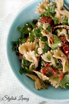 Nudelsalat mit Fetakäse Pasta salad with ruccola Pasta salad with feta cheeseSpinach and salmon pasta in creamy sauce with cream cheeseQuick avocado-chickpea salad with feta cheese Cooking Recipes, Vegetarian Recipes, Healthy Recipes, Snacks Recipes, Drink Recipes, Pasta Salad Recipes, Couscous, Soul Food, Food Inspiration