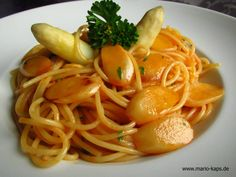 Pasta-Freitag: Spaghetti mit gebratenem Spargel und Beurre blanc mit Hummerbutter - Mario´s Fire Food & Fine Food Impressum: http://www.mario-kaps.de/impressum/