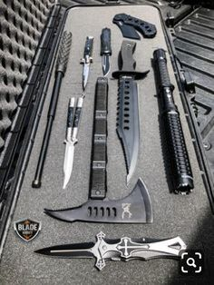 Ninja Weapons, Zombie Weapons, Steampunk Weapons, Cool Knives, Knives And Swords, Tactical Knives, Tactical Gear, Airsoft, Throwing Axe