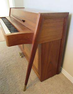 die besten 25 spinet piano ideen auf pinterest bestrichene klaviere klavier raumdekor und. Black Bedroom Furniture Sets. Home Design Ideas