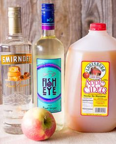 Ingredients for Caramel Apple Sangria: White wine, caramel vodka, apple cider, and apples. Caramel Apple Sangria Recipe - Apple cider sangria with caramel vodka & white wine. This is the best easy Fall sangria recipe. Apple Pie Sangria, Caramel Apple Sangria, Fall Sangria, Caramel Apples, Thanksgiving Sangria, Apple Vodka, Sangria Recipes, Cocktail Recipes, Bartender Recipes