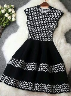 The Ruby Free Dress Pattern has a very simple shape. This pattern is very versatile and can be used for many different looks. Casual Dresses, Short Dresses, Fashion Dresses, Girls Dresses, Knit Dress, Dress Skirt, Dress Up, Flare Dress, Pretty Dresses