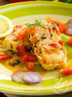 Filetti di merluzzo all'acqua pazza Cod fillets with wine and tomato – Cod fillets with crazy water: a healthy, tasty.