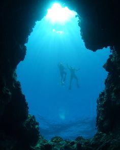 A view from below! Exploring underwater caves in Makena #hpsmaui