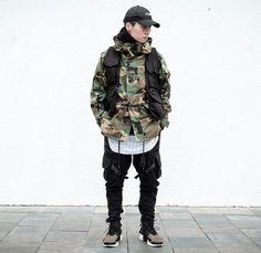 chester_chou Korean Fashion Men, Japanese Street Fashion, Tokyo Fashion, Urban Fashion, Korean Men, Camo Fashion, Guy Fashion, Cyberpunk Clothes, Urban Street Style