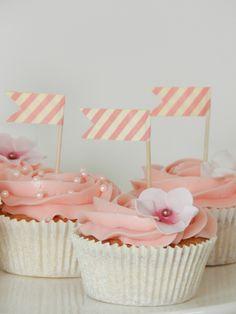Romantic wedding cupcakes