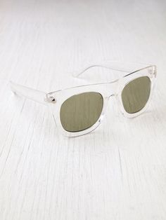 Final Say Sunglasses http://www.freepeople.com/whats-new/final-say-sunglasses/