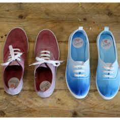 Ob Sonnenschein oder kalter Wind: bunte Farben gehen immer und machen stets gute Laune. Kein Wunder also, dass für uns auch die Schuhe bunt sein sollen. Am Besten finden wir dabei den angesagten Dip Dye Look. Dip Dye bedeutet, dass die Schuhe einen wunderschönen Farbverlauf bekommen – von einer dunkleren Spitze weg immer heller werdend. …
