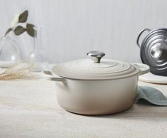 Whether you're whittling down your cookware and utensils to reduce clutter or are a novice chef building your kitchen from scratch, these are the minimalist cookware items worth investing in. #hunkerhome #minimalistkitchen #minimalistkitchentools #kitchenminimalist Kitchen Items, Kitchen Products, Kitchen Ware, Kitchen Gadgets, Cooking Forever, Cooking Bowl, How To Cook Beans, Professional Chef, Taken For Granted