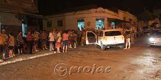 Motociclista fica ferido após colisão com automóvel e multidão se aglomera no local - http://projac.com.br/noticias/motociclista-fica-ferido-apos-colisao-com-automovel-e-multidao-se-aglomera-local.html