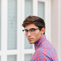 Latest Eyewear Trends: 2019 Most Popular Fashion Frames - Vint&York Mens Glasses Trends, Mens Glasses Frames, Eyewear Trends, Men Eyeglasses, Trending Sunglasses, Current Fashion Trends, Unisex, Fashion 2020, Men's Fashion
