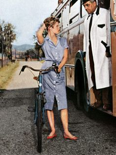 """Brigitte Bardot bar ballerinaskor i filmen """"Och gud skapade kvinnan"""". Bridget Bardot, Brigitte Bardot, Vanity Fair, And God Created Woman, Queen Photos, Film Aesthetic, Summer Street, Dress And Heels, Most Beautiful Women"""