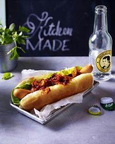 Das Rezept für Hot Dog mit Zwiebelrelish und weitere kostenlose Rezepte auf LECKER.de