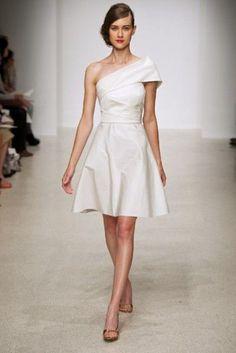 Luxury Of Simplicity: 31 Minimal And Elegant Wedding Dresses | Weddingomania
