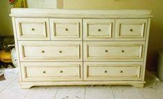 Cada mueble es fabricado con madera de pino, nuestros diseños cuentan con un toque elegante, chic y vintage combinados con colores para todo tipo de espacios. Cel/whatsapp: 2226112399 y 2226856352 www.vintagenial.com