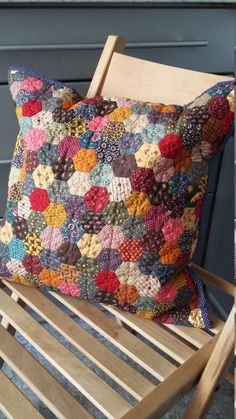 Gardening Autumn - Patchwork case autumn garden by MagicPatchwork on Etsy - With the arrival of rains and falling temperatures autumn is a perfect opportunity to make new plantations Patchwork Quilting, Patchwork Cushion, Quilted Pillow, Hand Quilting, Patchwork Bags, Hexagon Quilt, English Paper Piecing, Mini Quilts, Rag Quilt