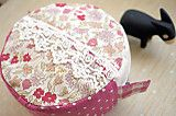 cute tutorial for round and zippered pouch