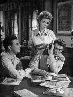 François Périer (Heurtebise), Marie Déa (Eurydice) et Jean Marais (Orphée), dans Orphée réalisé par Jean Cocteau, 1950.