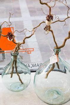 Des dame-jeanne nature : Tendance vintage dans l'appartement Leboncoin - Journal des Femmes Vases, Jeanne, Decoration, Nature, Glass Vase, Photos, Diy, Christmas Ornaments, Holiday Decor