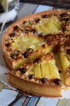 Amandine tart with pears and chocolate chips pies pies recipes dekorieren rezepte Desserts With Biscuits, Köstliche Desserts, Healthy Desserts, Delicious Desserts, Dessert Recipes, Tart Recipes, Sweet Recipes, Cooking Recipes, Sweet Pie