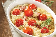 Baked rice pilaf with cherry tomatoes and sausages Baked Rice, Greek Dishes, Mediterranean Dishes, Greek Recipes, Yummy Recipes, Tasty Dishes, Cherry Tomatoes, Family Meals, Sausages