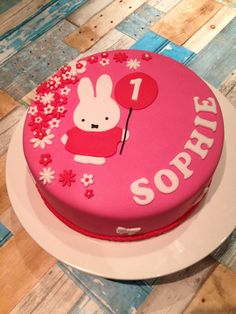 Nijntje taart-> knorretje Miffy Cake, 1st Bday Cake, Sweet Caroline, 1st Birthday Girls, Birthday Ideas, Baking With Kids, Love Cake, Fondant Cakes, Cake Smash