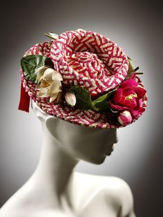 ~ Plaited Raffia with Silk Flowers 'Percher' or 'Doll Hat' . Designed by Madame Suzy, Paris . now in the Victoria & Albert Museum, London . T 62, Vintage Outfits, Vintage Fashion, 1930s Fashion, Raffia Hat, Retro Mode, Love Hat, Look Vintage, Red Hats