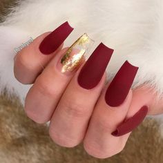 33 Ideas For Gorgeous Nails With Gold Foil Designs ❤️ Red Shades and Gold Foil Accents picture 3 ❤️ The combination of nail art and gold foil is a winning one if you wish to end up with gorgeous nails. That is why we suggest to your attention only the freshest and the best ones! https://naildesignsjournal.com/gold-foil-gorgeous-nails/ #naildesignsjournal #nails