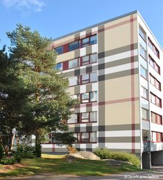 Lähiötalo Burberryssä? | Suburban House in Burberry? #suburb #lähiö #kerrostalo #apartmenthouse #burberry