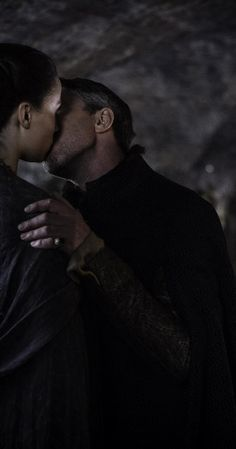 Petyr 'Littlefinger' Baelish photos, including production stills, premiere photos and other event photos, publicity photos, behind-the-scenes, and more.