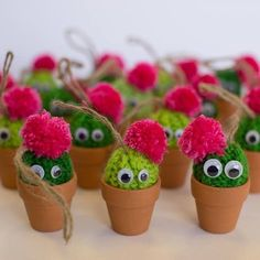 doesn't really fit with the theme. but to Cactus pompoms. doesn't really fit with the theme. but to -Cactus pompoms. doesn't really fit with the theme. Cute Crafts, Diy And Crafts, Crafts For Kids, Arts And Crafts, Paper Cactus, Cactus Craft, Pom Pom Crafts, Yarn Crafts, Boyfriend Crafts