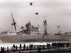Seafarer off Mouille Point 1966 - Cape Town photos / South Africa South African Air Force, Merchant Navy, Cape Town South Africa, Port Elizabeth, Seafarer, Navy Ships, Africa Travel, Old Photos, Vintage Photos