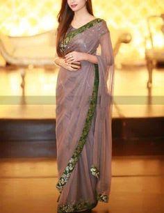 Chiffon Saree, Fancy Blouse Designs, Saree Blouse Designs, Pakistani Wedding Dresses, Indian Dresses, Simple Dresses, Pretty Dresses, Sari Design, Modern Saree
