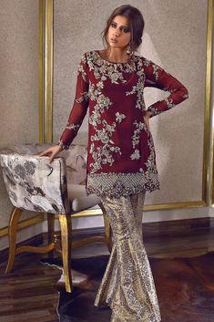 Rozina Munib Luxury Party Wear 2018 - Brand Product Directory - Page 12 Shadi Dresses, Pakistani Formal Dresses, Pakistani Dress Design, Indian Dresses, Indian Outfits, Pakistani Fashion Party Wear, Pakistani Wedding Outfits, Red Lehenga, Lehenga Choli