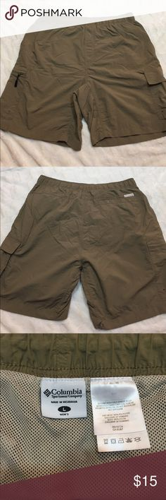 Columbia Men's Swim Trunks These swim trunks have been worn but are in good condition. There is a small rip on the back of the right leg (refer to picture). Size Large, dark khaki. Columbia Swim Swim Trunks