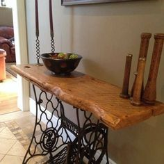 This table features a vintage Singer sewing machine base and a 100 year old . - Wood DIY Ideas - This table features a vintage Singer sewing machine base and a 100 year old … - Sewing Machine Tables, Treadle Sewing Machines, Antique Sewing Machines, Singer Table, Singer Sewing Tables, Furniture Projects, Furniture Makeover, Diy Furniture, Antique Furniture