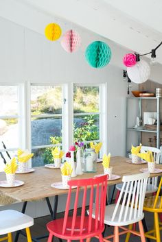 colorful dining room - table - chairs - pink - yellow :: repinned by katewyld