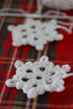Simple Snowflake @Sarah Chintomby London:  Christmas wouldn't be Christmas without a string of snowflakes! So instead of making the Christmas Chutney I began crocheting snowflakes. Feel like hooking a few flakes in a hurry! You'll find the pattern below, enjoy!! Australian/UK & US Patterns given.