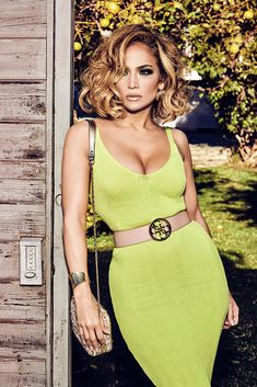 Jennifer Lopez Gives Off Italian Movie Star Vibes in New 'Guess?' Spring Campaign: Photo Jennifer Lopez sizzles in a lime green look from Guess?'s spring 2020 campaign. The entertainer and icon returns as the face of the brand for her… Brown Blonde Hair, Blonde Wig, Medium Hair Styles, Curly Hair Styles, Mode Glamour, Guess Girl, Lace Hair, Mode Outfits, Lace Wigs