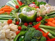 gezonde hapjes groente | paprika met zelfgemaakte dipsaus en fingerfood groenten