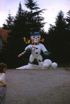 https://flic.kr/p/8Dtyaf | Frosty the Snowman at Santa's Village | Jefferson, New Hampshire July 1958