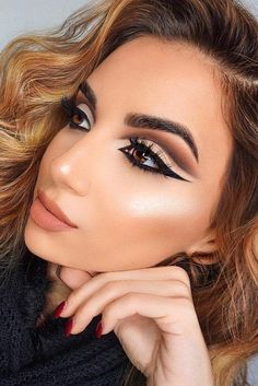 12 Winter Eye Shadow Looks To Slay This Holiday Season These winter eyeshadow looks are great for the upcoming season and holidays! Check out these winter eyeshadow makeup looks! Makeup Goals, Makeup Inspo, Makeup Inspiration, Makeup Tips, Beauty Makeup, Hair Makeup, Makeup Ideas, Makeup Hacks, Makeup Trends