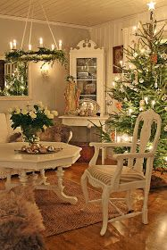 White with green is my favorite Christmas color scheme.