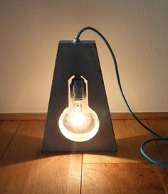 Concrete floor lamp - Globe light bulb in minimalist concrete shape - Handmade Cement Art, Concrete Art, Concrete Projects, Concrete Design, Concrete Floor, Vintage Lighting, Cool Lighting, Lighting Design, Lamp Light