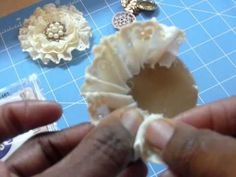 Handmade flower tutorial - handmade brooches - http://jewelry.airgin.org/pins/handmade-flower-tutorial-handmade-brooches/