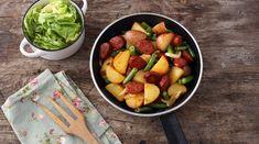 Zöldbabos-kolbászos burgonya - Receptek   Ízes Élet - Gasztronómia a mindennapokra Quesadilla, Fruit Salad, Hamburger, Food, Fruit Salads, Quesadillas, Essen, Burgers, Meals