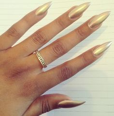 Golden Nail Art Ideas to Try this Season Sexy Nails, Hot Nails, Hair And Nails, Golden Nail Art, Golden Nails, Gold Stiletto Nails, Pointy Nails, Fabulous Nails, Gorgeous Nails