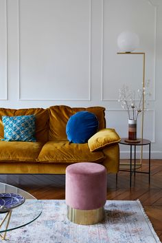 This Parisian apartment will make you look for a velvet sofa . - This Parisian apartment will make you look for a velvet sofa - Living Room Sofa, Apartment Interior, Living Room Decor Apartment, Apartment Living Room, Apartment Decor, Velvet Sofa Living Room, Blue Living Room Decor, Parisian Living Room, Blue Velvet Sofa Living Room